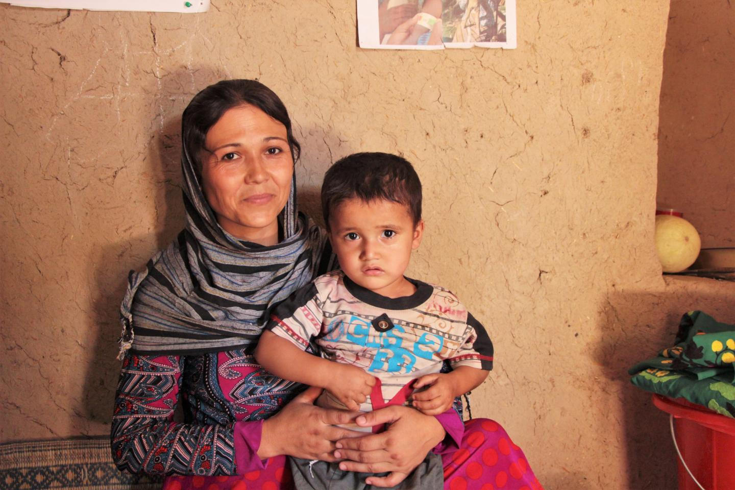 A mother and her child, formerly malnourished who benefited from her sessions and her child now fully regained weight
