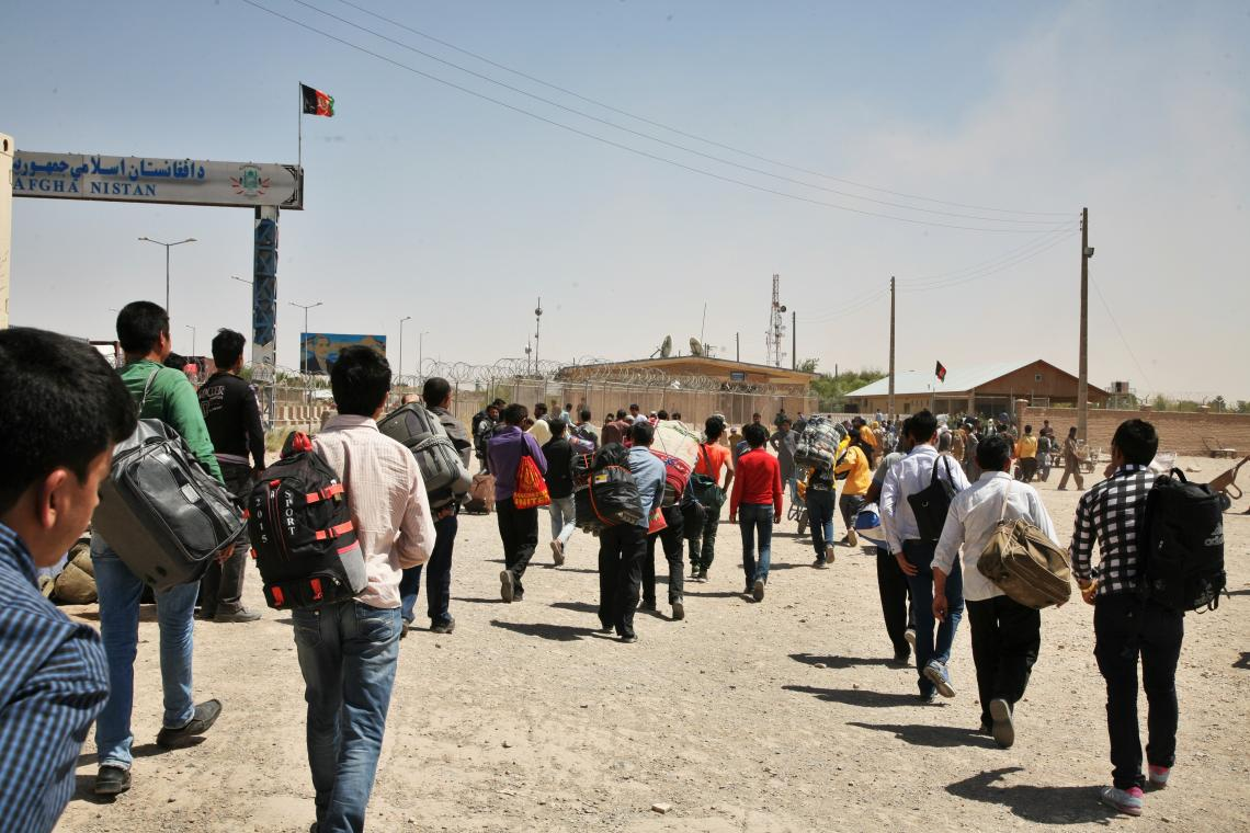 Migrants crossing Islam-Qala border crossing point back to Afghanistan