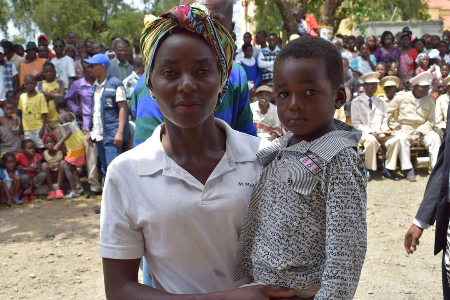 Armanda and her son while waiting for vaccination in the final phase of the yellow fever campaign in the municipality of Samba Cajú, Kwanza Norte