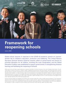 Cover photo with the guidance's title and the picture of the children in the classroom.