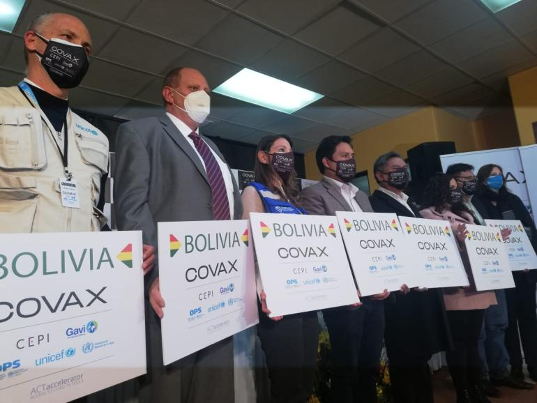 Bolivia recibe las primeras 228 mil dosis de vacunas COVID-19 a través del  Mecanismo COVAX