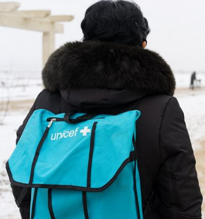 a nurse carries a UNICEF-supported medicine bag