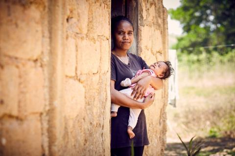 A mother and baby in Timor-Leste holds her baby