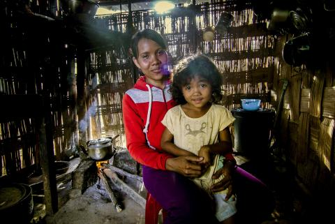 Raglai ethnic minority mother, Pinang Thi Kem, 32 years with her son