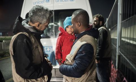 UNICEF-INTERSOS mobile team in Rome supporting migrants and refugees outside the formal reception system.