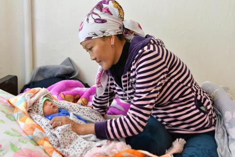 A mother and her newborn in the hospital of Daroot Korgon in Kyrgyzstan, that was entirely rehabilitated by UNICEF.