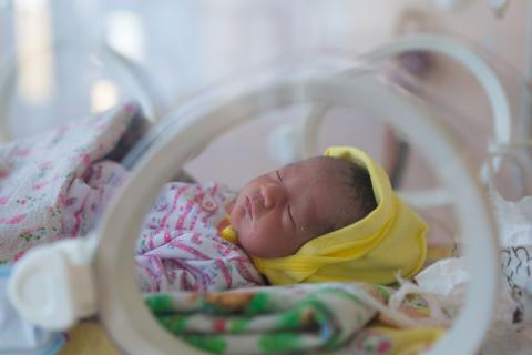 A prematurely born in intensive medical care in Kyrgyzstan.