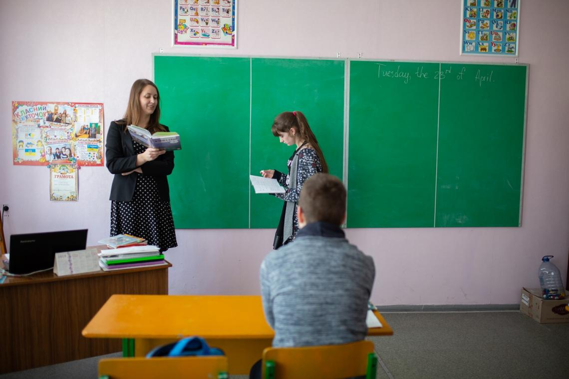 Daryna, an English teacher in Novotoshkivske, admires her students, who live in one of the most dangerous areas in Europe. Recently, the children and their parents helped to renovate the school.