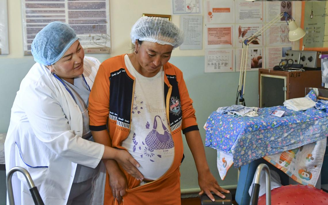 Dr. Baktygul attends to a 33-year old lady who is ready to deliver her fifth child.