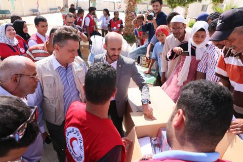 Ismailia Acting Governor, the British Embassy in Cairo, the Egyptian Red Crescent, and UNICEF conduct a visit to a school in Ismailia