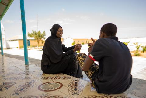 UNICEF-supported social worker, Hibo Mohamed Suleiman, provides counselling to a child in Hargeisa, Somaliland