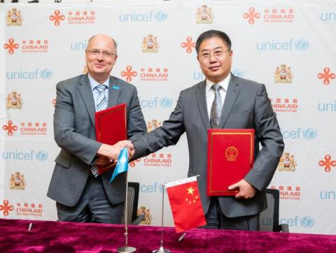 UNICEF Country Representative Rudolf Schwenk shaking hands with the Chinese Ambassador Liu Hongyang at the grant agreement ceremony between the Government of the People's Republic of China and UNICEF.