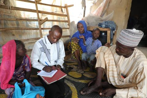 Issoua Oumarou is a social worker. Armed with his notebook, Issoua begins his day with a visit to a family.