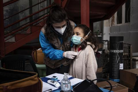 On 31 March 2020, seven-year-old Francesca [NAME CHANGED], receives a medical screening from Doctor Antonella Tochiaro in an informal settlement where she lives in Rome, Italy. Doctor Tochiaro is part of the INTERSOS/UNICEF outreach team.  The INTERSOS/UNICEF outreach team conducts mobile clinics which provide basic health care and information to refugee and migrant children and families living in informal settlements in Rome. This work has become particularly vital during the COVID-19 pandemic.