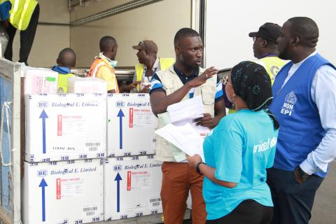 UNICEF and government staff receive vaccine supplies at airport