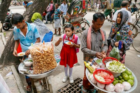 street vendor food in Bangladesh