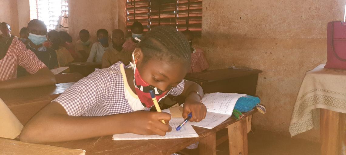 Cécile Kamano en cours à l'école