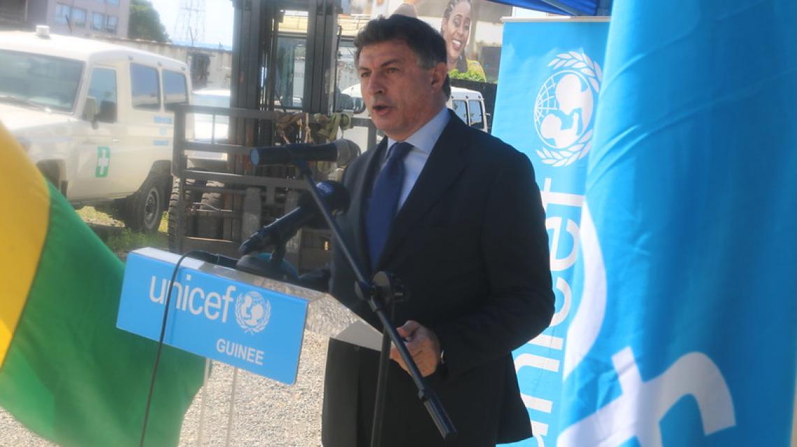 Livio Spadavecchia, Ambassadeur d'Italie en Guinée s'adressant à l'auditoire