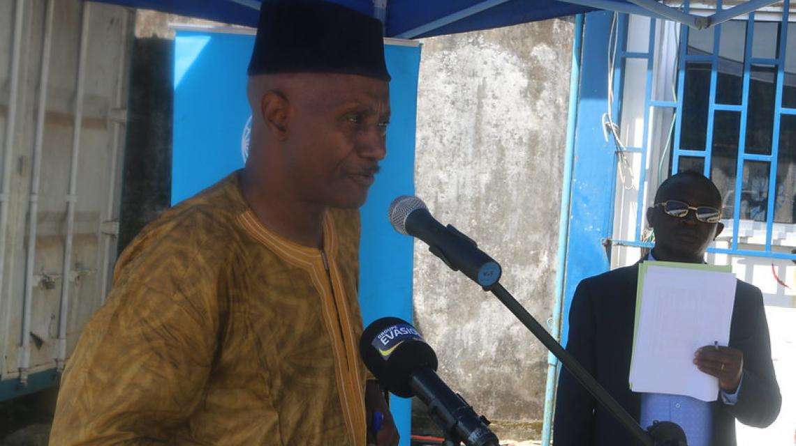 Dr Moundjou Chérif, Directeur de cabinet au gouvernorat de la ville de Conakry remerciant l'UNICEF et la coopération italienne pour leur assistance