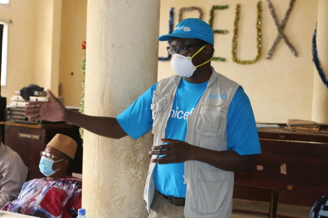 Dr Pierre Ngom, Représentant Résident de l'UNICEF en train de s'adresser aux élus locaux