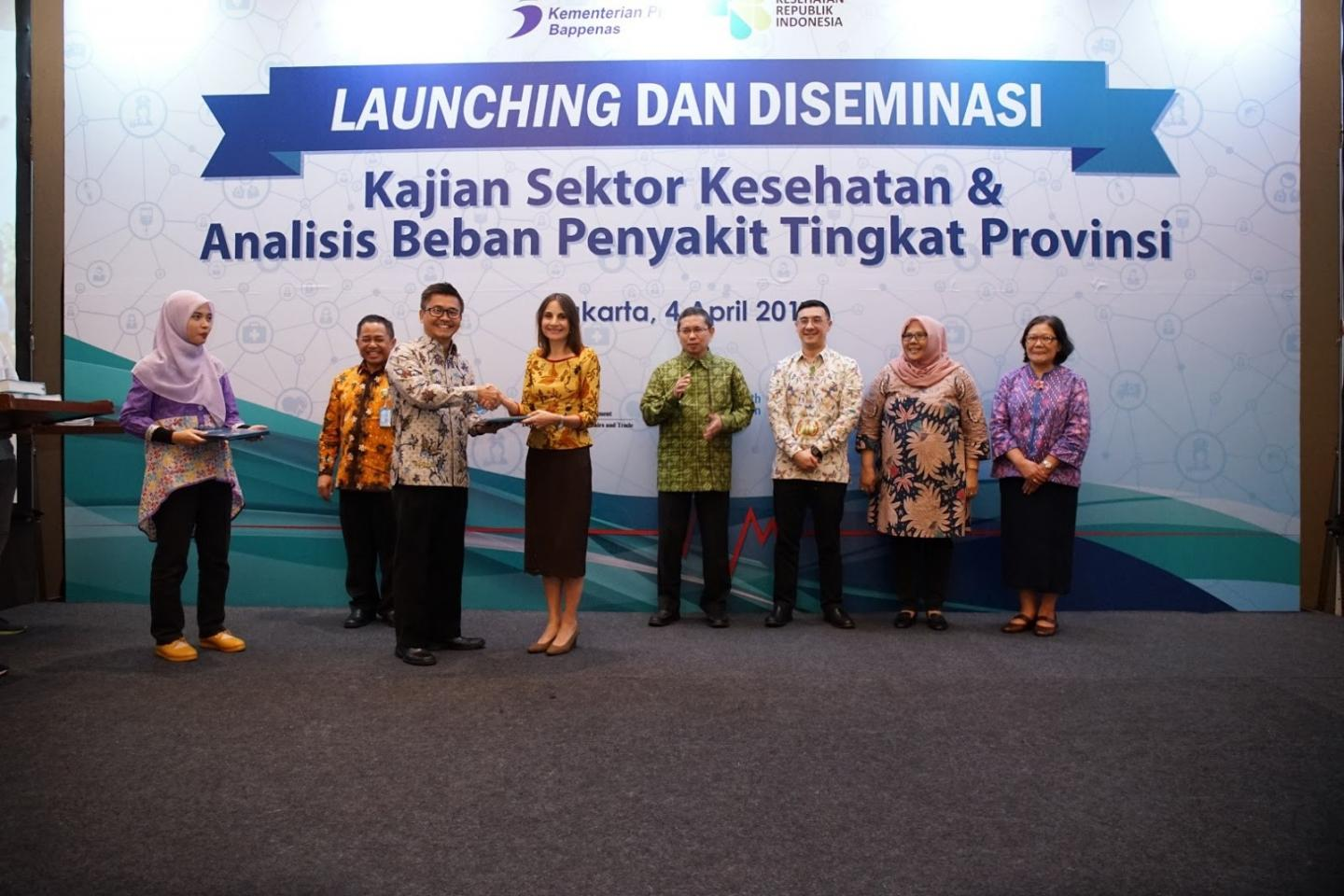 Handover Ceremony of the 2018 Health Sector Review, from Mr. Subandi, Deputy of Human Development and Social Culture and Bappenas and Ms. Debora Comini, Country Representative of UNICEF – Indonesia, 4th April 2019.
