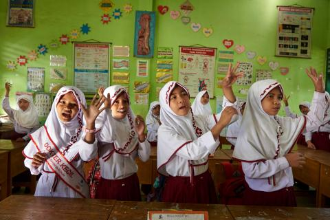 A group of children sing a song about hand washing and cleanliness in grade 6 at Pangembang Public School (SDN 42) in Takalar District in South Sulawesi Province. Indonesia.