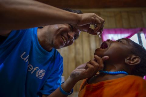 Ermi Ndoen, UNICEF Indonesia Health Officer (Malaria and Immunization) gave a Polio Vaccine
