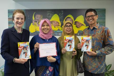 ED Fore meets comic contest winner Rizka Raisa Fatimah Ramli - UNICEF House - 2019