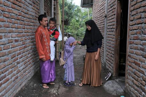 Nazriadi and Rukyah get ready to take their children to school