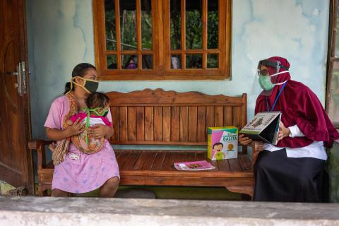 Dessy provides nutrition counseling to Winda Ika Saputri