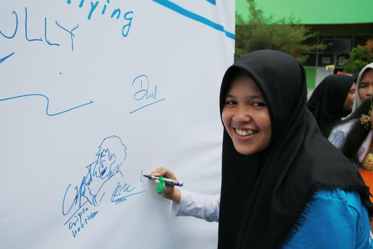 On 22 December 20198, in Makasar, South Sulawesi. Indonesia Rizka signs the declaration of Roots Anti Bullying program in Junior High School 3 Makasar.