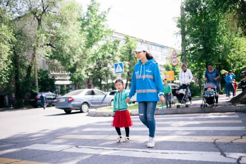 Benazir Zhumagulova, 21, UNICEF Volunteer, during the Safe Crossing Campaign.
