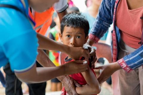 A boy in Sanamxai camp is vaccinated as part of a routine vaccination campaign in areas affected by recent floods in Lao PDR.