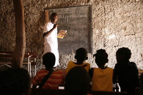 A medical technician, Leonardo Mareço, runs an HIV/AIDS training session at Tapata Primary School in Maganja da Costa District in Zambézia Province.