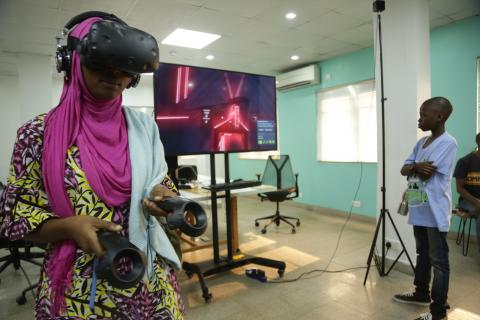 A student at Obafemi Awolowo University holds a VR headset