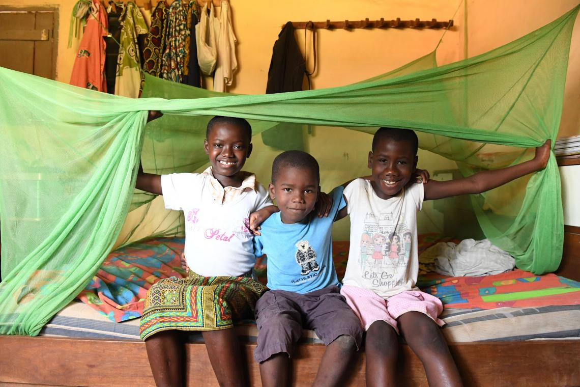 In Côte d'Ivoire, one child of out 10 dies before the age of 10 years old of easily preventable and treatable illness such as pneumonia, diarrhea and malaria.