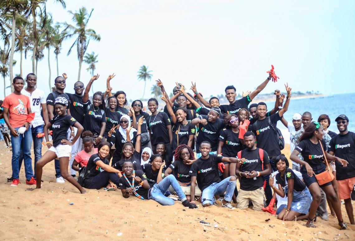 The young U-Reporters from Abidjan, in Côte d'Ivoire, organized a community service where they cleaned the beach of Petit Bassam, in Port Bouet.