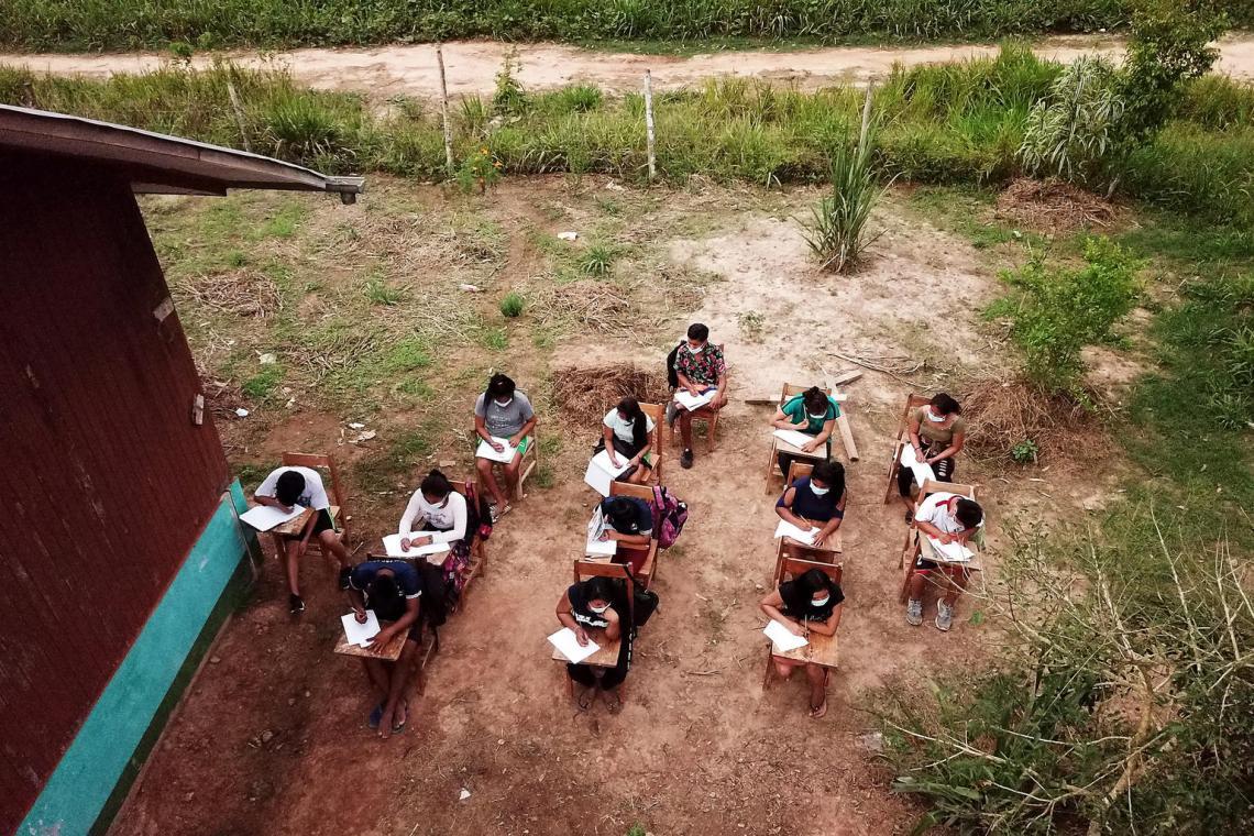 Vista del colegio Alfonso Ugarte, en la comunidad shipibo de San Rafael, distrito de Masisea, Ucayali (Perú).  El gobierno suspendió las clases en marzo como respuesta a la propagación de la pandemia Covid-19.