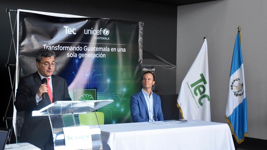Carlos Carrera, representative of UNICEF Guatemala during the press conference, announcing an alliance between Campus TEC and UNICEF. The purpose of the alliance is to generate new ideas and to implement innovative solutions for the different  problems that affect the children and teenagers in Guatemala.