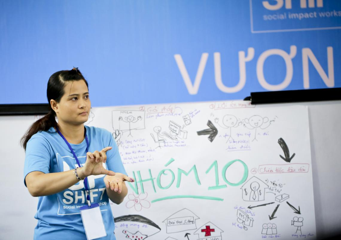 Nguyen Thuy Bich Hien was using sign language to present the project of her team UPSHIFT Workshop.