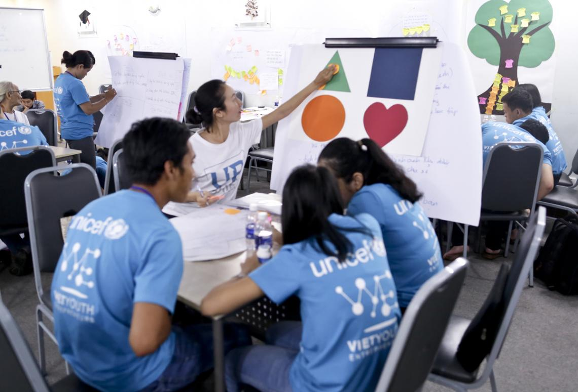 From left to right: Nguyen Ngoc Hiep, Le Thi Duyen and Le Hoang Mai Hoa (in blue T-shirt, participants), Do Huong Ly (in white T-shirt, mentor) UPSHIFT Workshop.