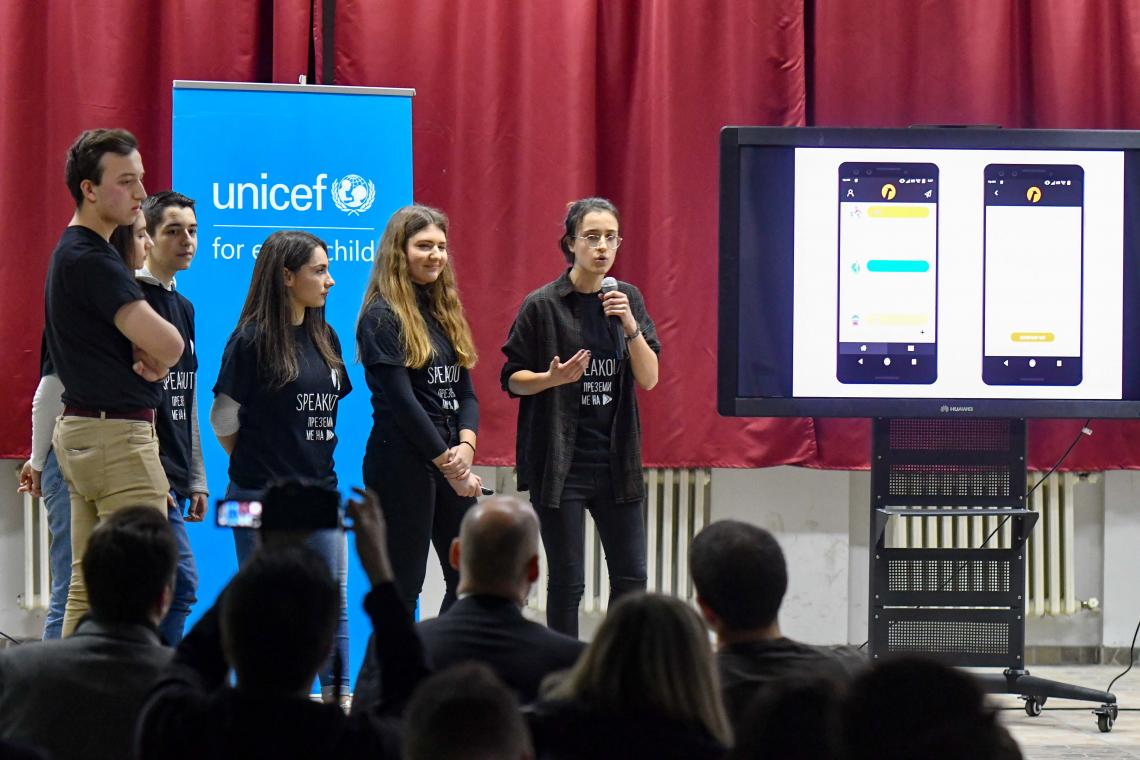 Team AndroMeta presenting the idea and mockup of SpeakOut