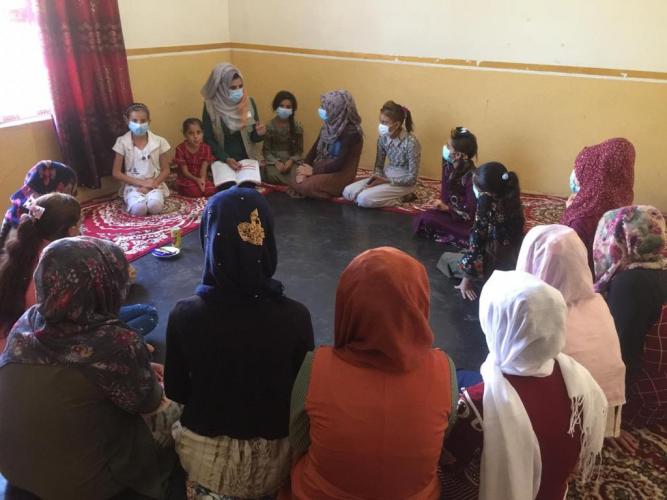 Farah Uday in adolescent girls session in Al-Rihanah - Anah - West on Anbar
