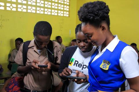 Photograph of Jamaican schoolchildren signing up as U-Reporters.