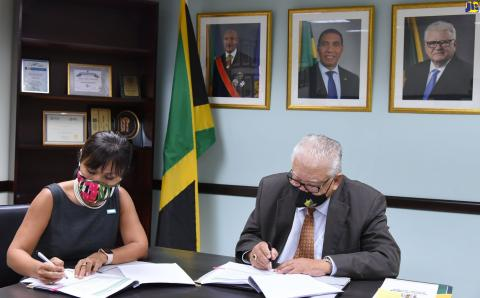 Minister of Labour & Social Security, Karl Samuda, (right) and Mariko Kagoshima, UNICEF Jamaica Country Representative (left) sign $40m grant funding partnership agreement to boost PATH Programme.