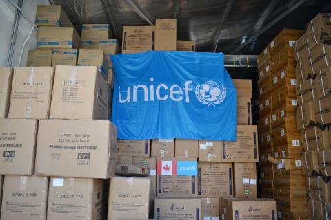 2.6 million syringes donated by UNICEF arrive in Jordan.