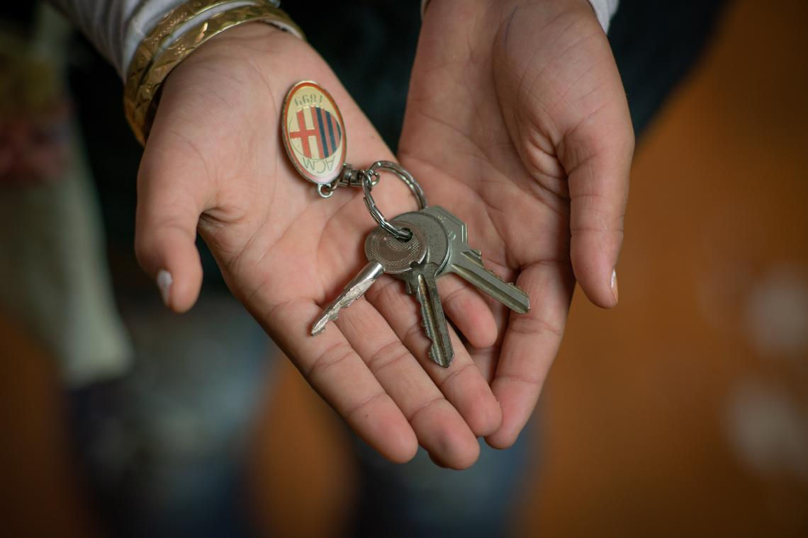 House keys in a girl's hands
