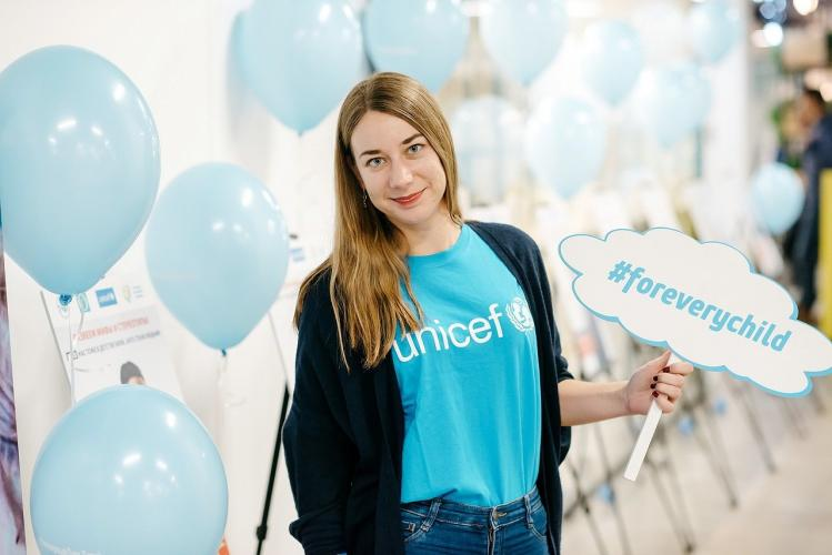 At the Global Conference on Primary Health Care, UN Volunteer Communications Officer Oleksandra Gaskevych received a prestigious award given to young leaders for their contribution to development from the Minister of Health of Kazakhstan. (UNICEF, 2018)