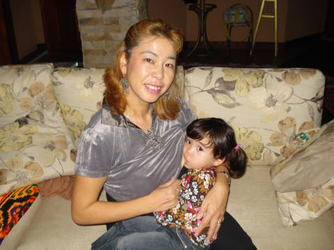 Yukie Mokuo with her daughter