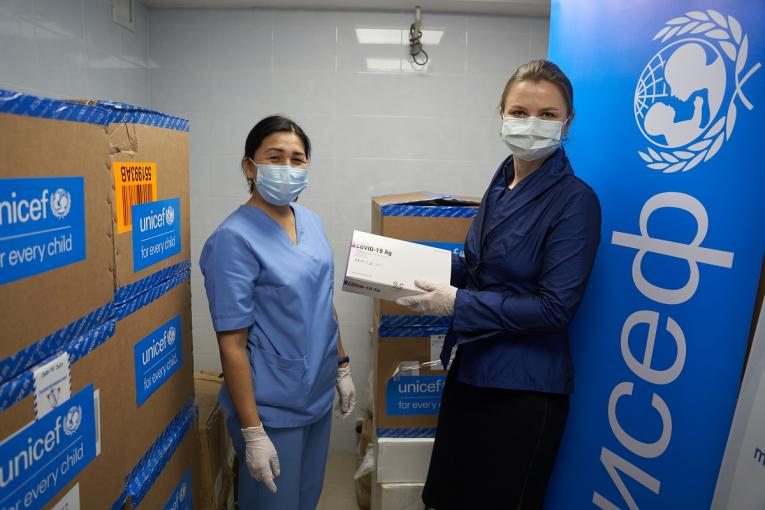Kalila Jumalieva, the head of diagnostic laboratory, tells about rapid tests to Yulia Oleinik, Deputy Representative of UNICEF in Kyrgyzstan